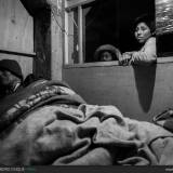 Bambini con il nonno malato, perù.