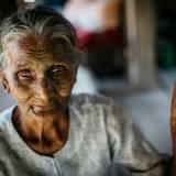 Donna tatuata villaggio chin mrauk U, Myanmar.