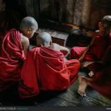 Birmania: giovani monaci