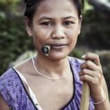 Laos - Agricoltrice nell'altopiano del Bolaven.