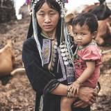 Laos - Madre e figlio della tribù degli Akha-Noukouy.