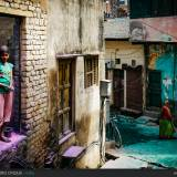 Vrindavan, le strade prendono colori diversi dopo l'holi festival.