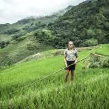 Vietnam - Agricoltore nelle risaie a terrazze di Sapa.