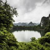 Vietnam - Isole calcaree della baia di Lan Ha, intorno all'isola di Cat Ba.