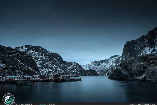 Fiordo norvegese alle Lofoten.
