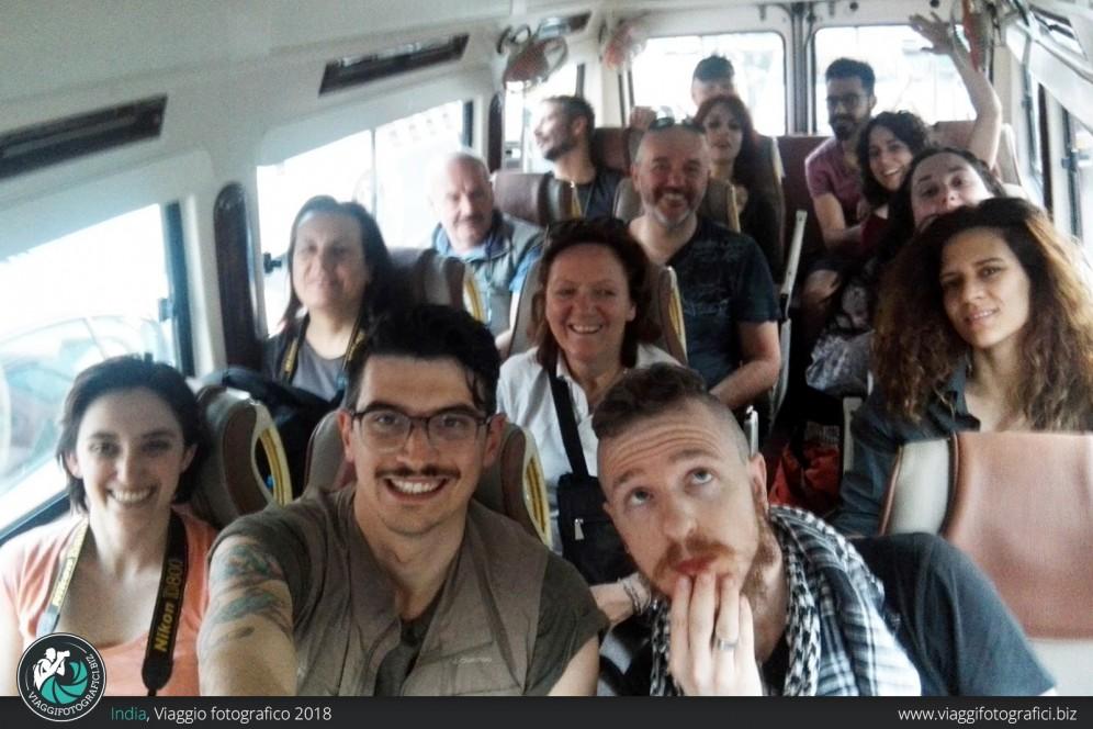 Minibus india e holi festival