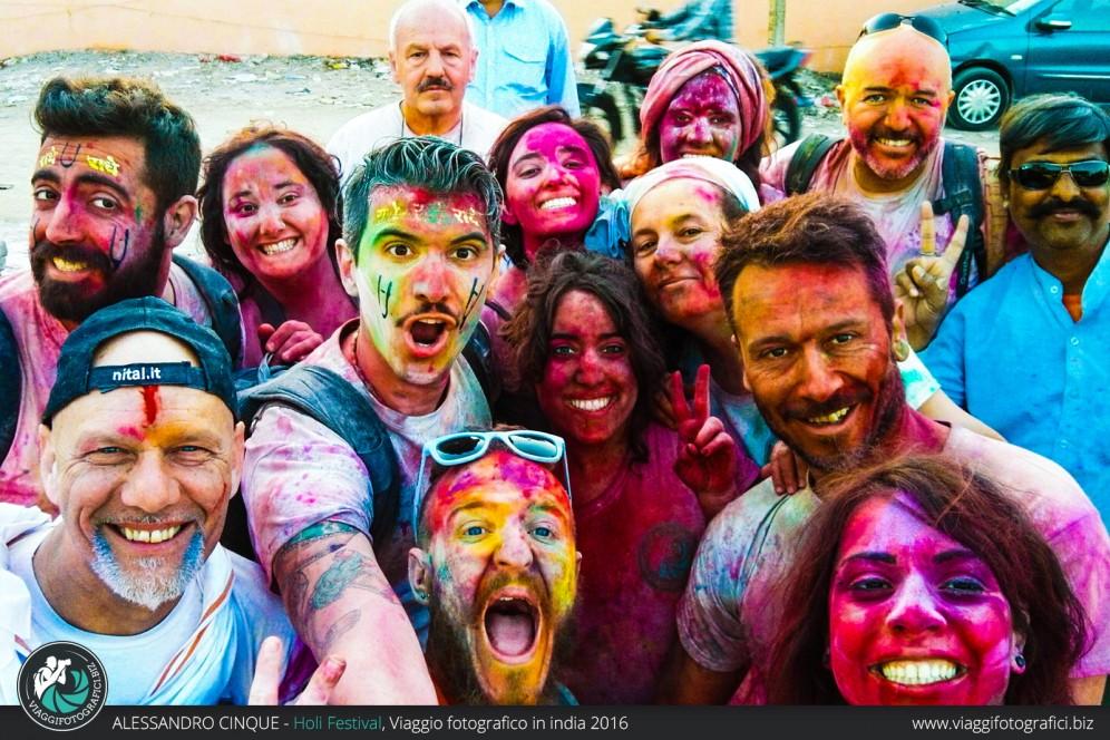 Foto di gruppo in india holi festival