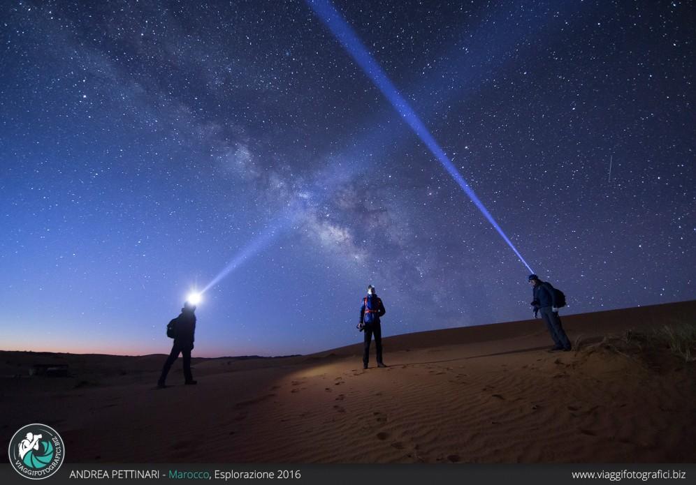 Bacjstage fotografia notturna nel deserto marocchino