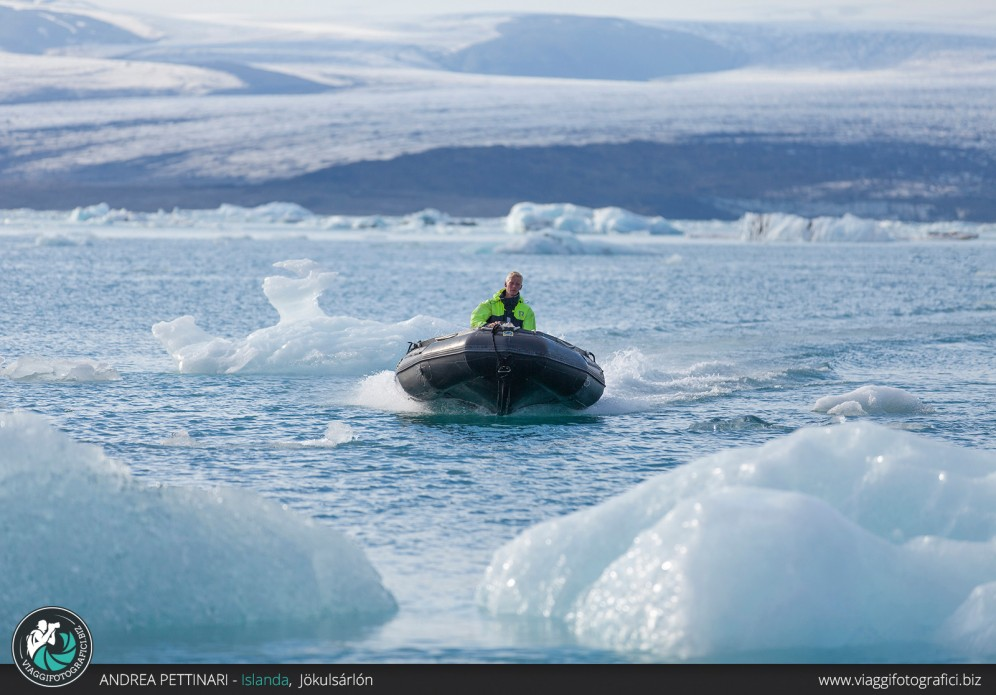 Navigazione alla laguna glaciale