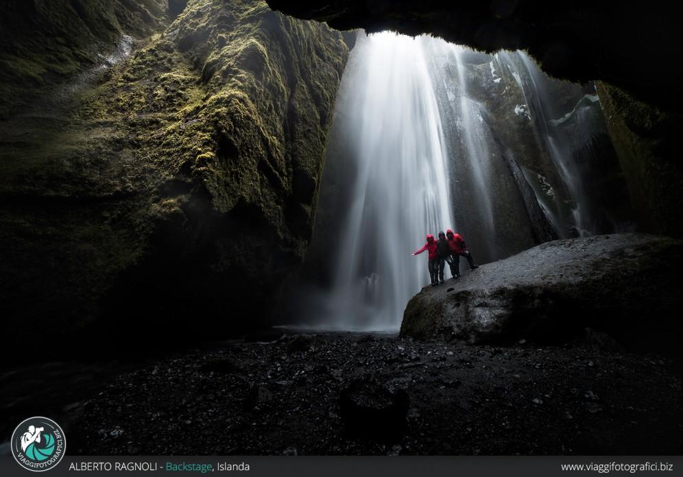 La cascata nascosta in Islanda