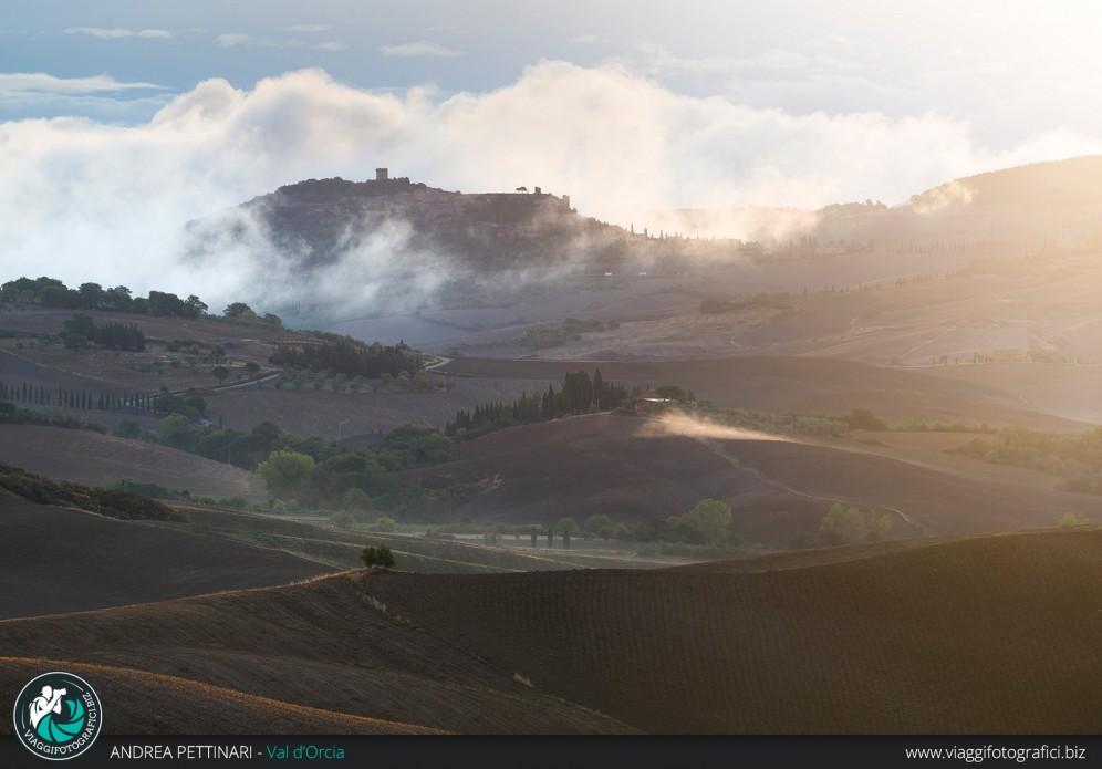 Alba e luce tra le colline