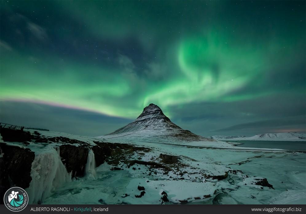 Aurora Boreale Kirkjufell inverno.