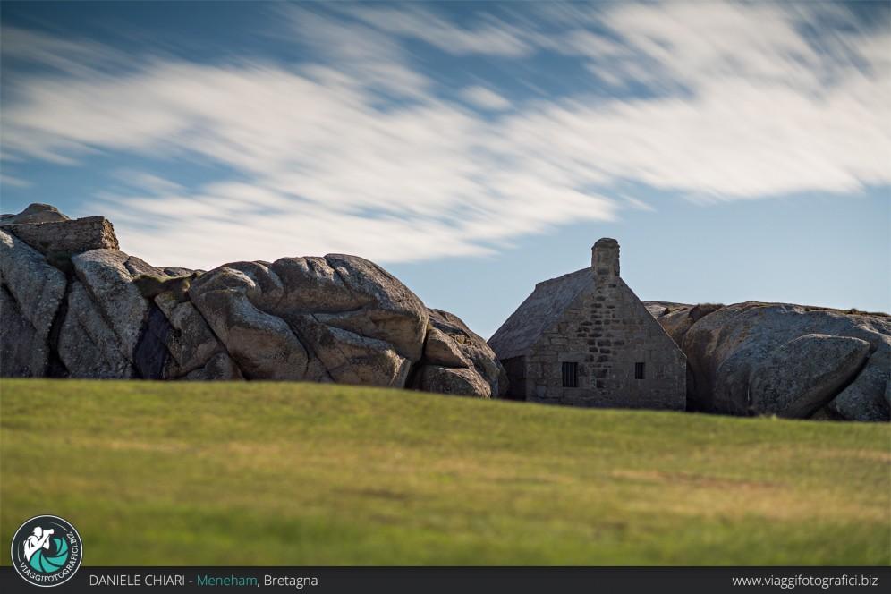 La casa tra le rocce, Meneham, Bretagna.