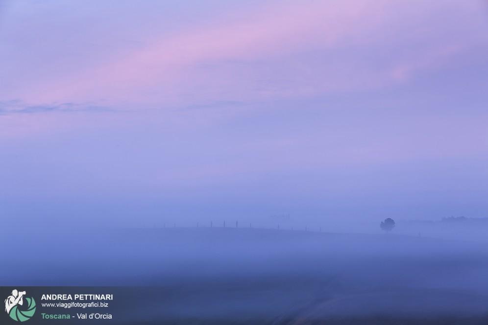 I colori della val d'orcia all'alba, Toscana.