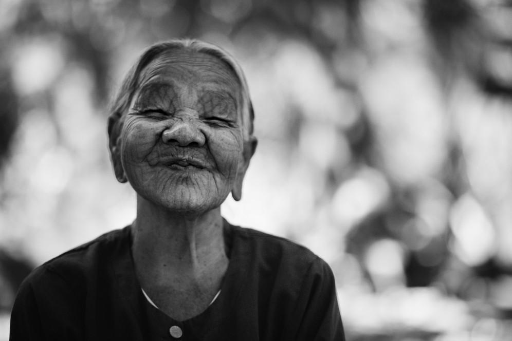 Donna tatuata del villaggio Chin, Myanmar.