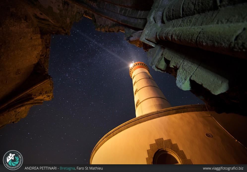 Faro di Saint Mathieu la notte