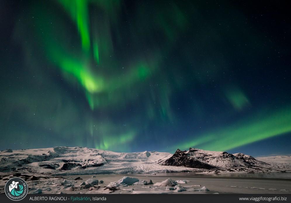 Fotografare l'aurora boreale con la luna piena.