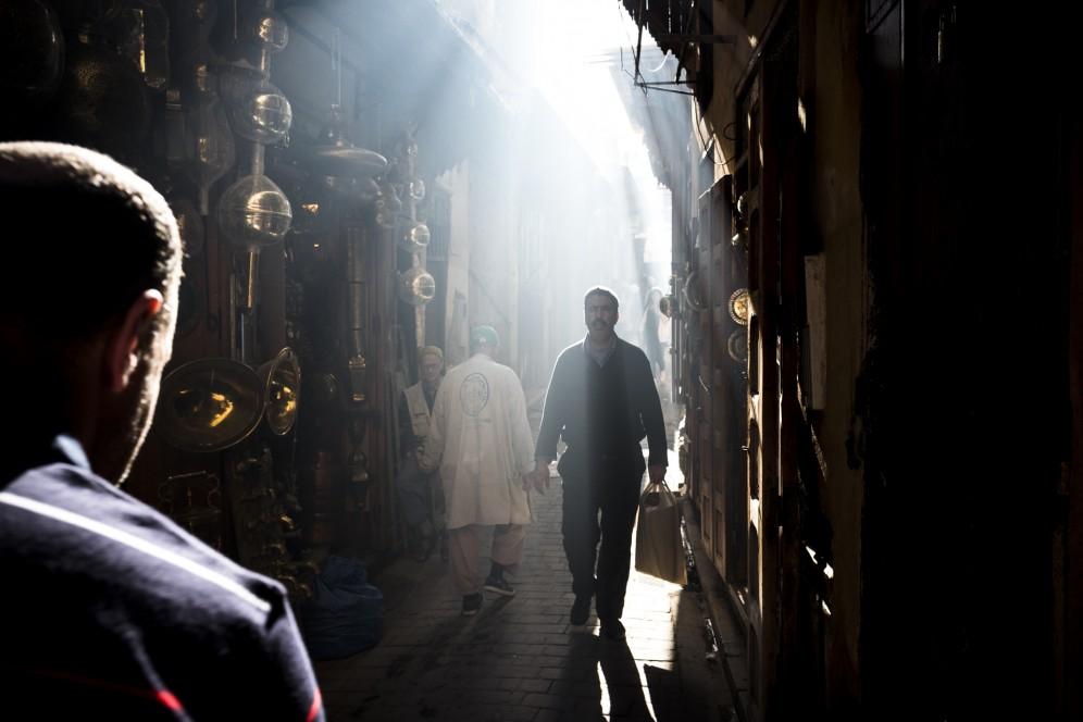 Giochi di luce nei vicoli di Rabat.