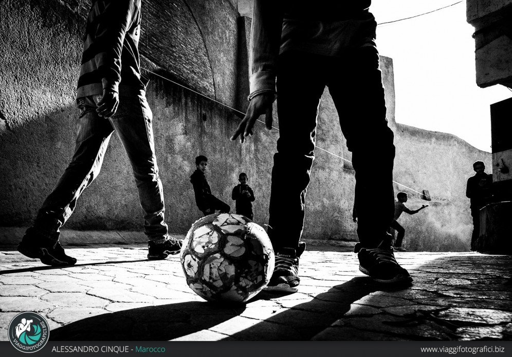 Giochi in strada a Essaouira, Marocco