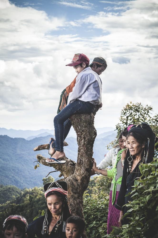 Laos - Membri della tribù degli Akha-Noukouy, nella regione di Phongsali, durante un evento al villaggio.