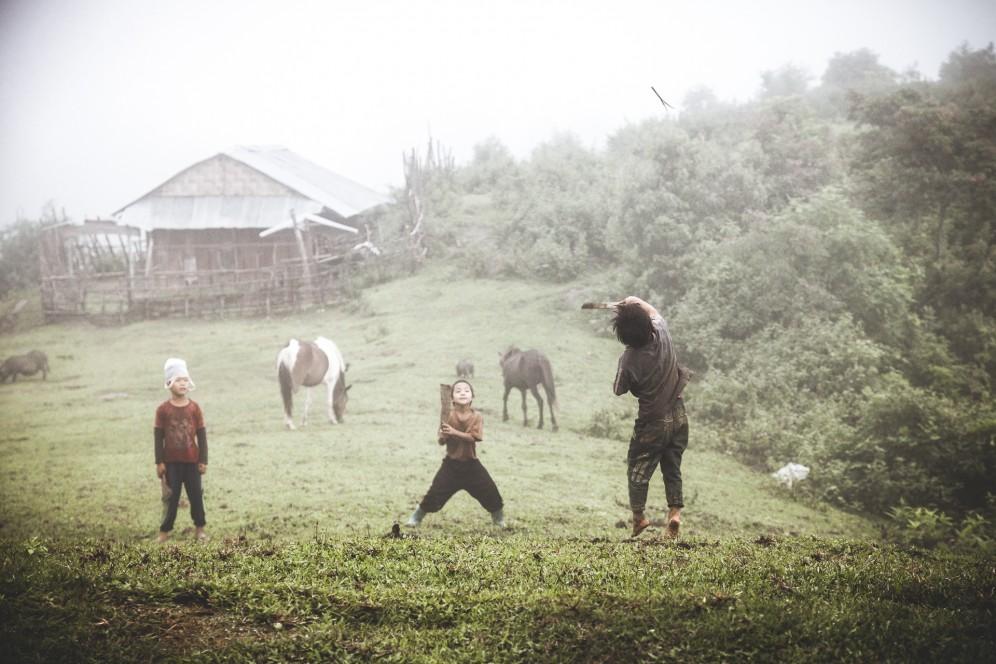 Laos - Volano rudimentale nella  tribù degli Akha-Noukouy, regione di Phongsali.