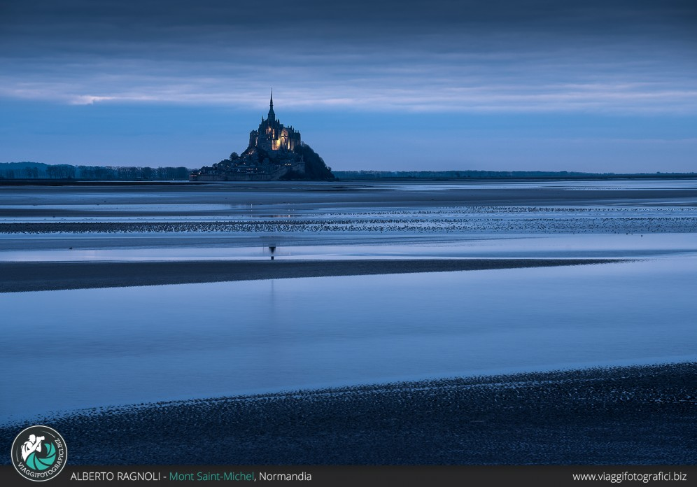 Mont Saint Michel all'ora blu.