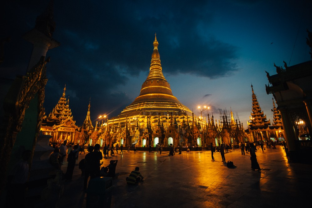 Pagoda Shwedagon all'ora blu, Yangon.