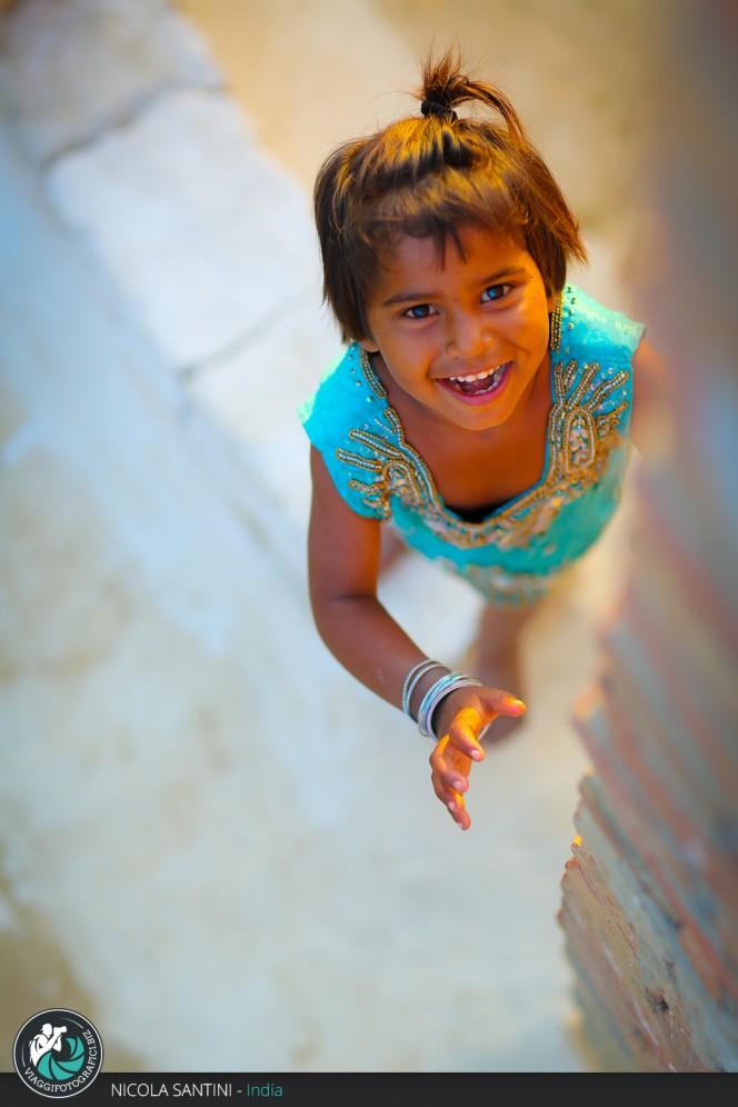 Ritratto di una bambina a Mathura.