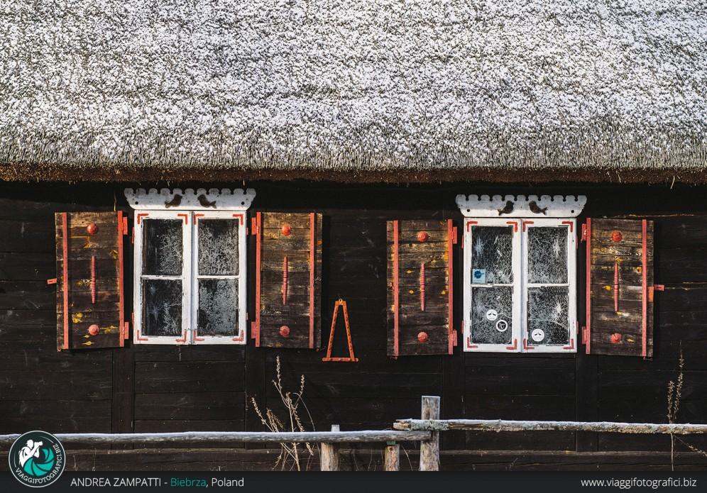 Una casetta tipica nella foresta di Biebrza in Polonia